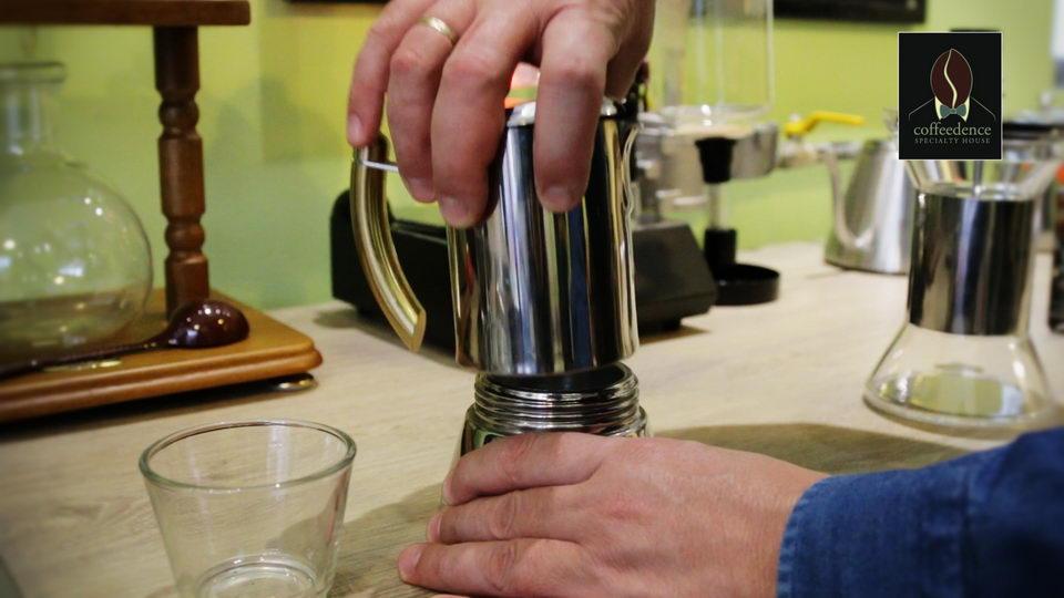 Παρασκευή καφέ με Espresso Moka Pot